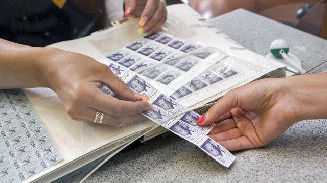 Poštové známky žijú: Odolajú útoku sociálnych sietí, e-mailov a esemesiek?